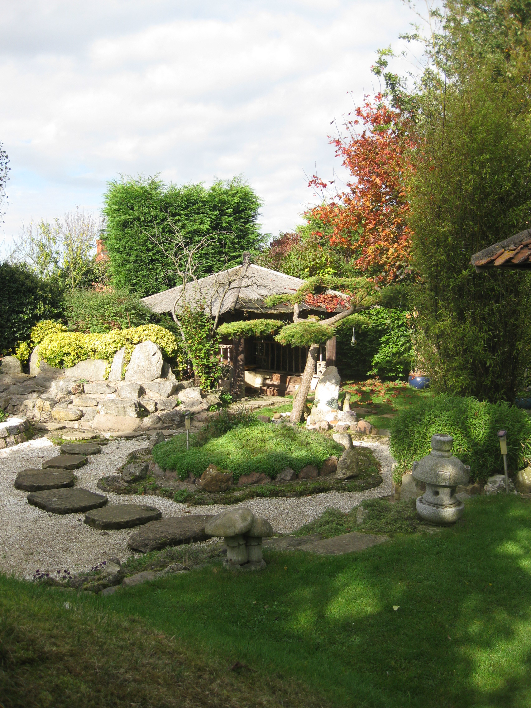 Pureland japanese meditation garden do yoga for Japanese meditation garden